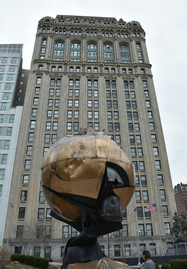 5 Instalacja, która ocalała podczas zamachu z 11 września.jpg