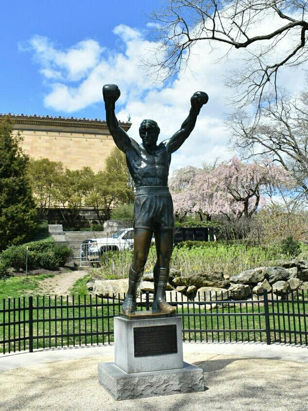Filadelfia 4 - pomnik Rockyego.jpg