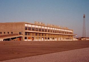 Z wizytą na lotnisku-widmo. Tu czas się zatrzymał