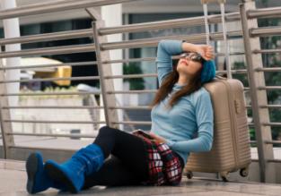 Nie znosisz czekać na swój samolot? Radzimy jak przeżyć na lotnisku i nie zwariować