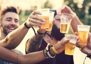 40 PLN za piwo?! Zobacz, w których miastach wypijesz je najtaniej, a w których… niemal zbankrutujesz